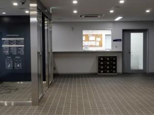 中央館の学科事務室前