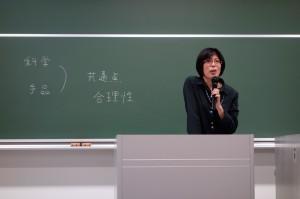 模擬授業中の横山教授