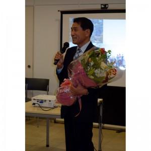 石原非常勤講師にも花束が贈られました