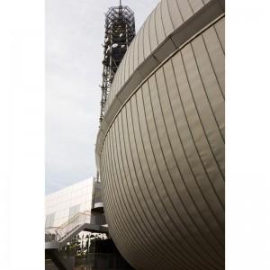 多摩六都科学館の建物の一部と田無タワー