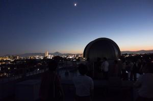 月と富士山とドーム