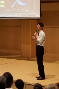 講演中の安東先生