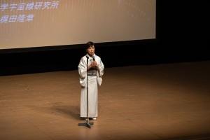 挨拶する法政大学の田中総長