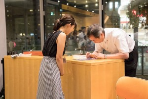 サインや記念撮影に快く応じる梶田先生